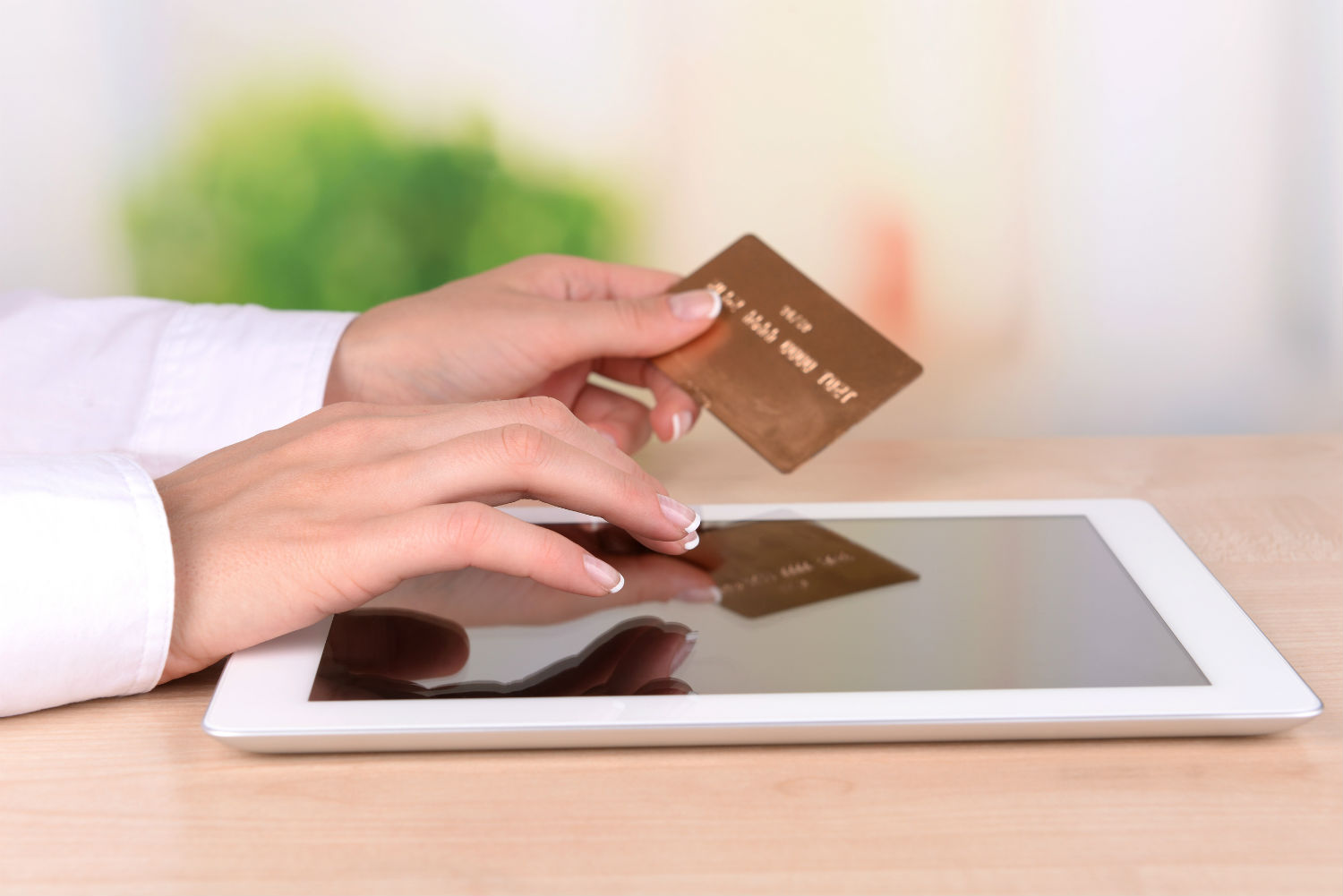 Consumers Turn to Smartphones, Tablets for Holiday Shopping